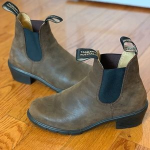 Blundstone brown leather heeled boots